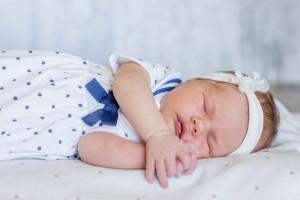 新生儿一天不睡觉怎么回事新生儿不睡觉该怎么办好